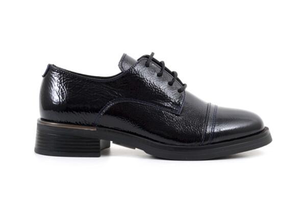 Ежедневни сини дамски обувки от естествен лак 10.32177