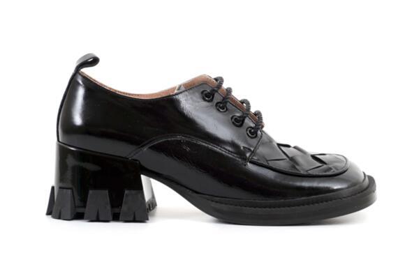Ежедневни черни дамски обувки от естествен лак 01.7839