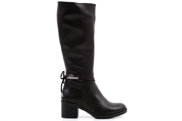 Ежедневни черни дамски ботуши от естествена кожа 06.21585