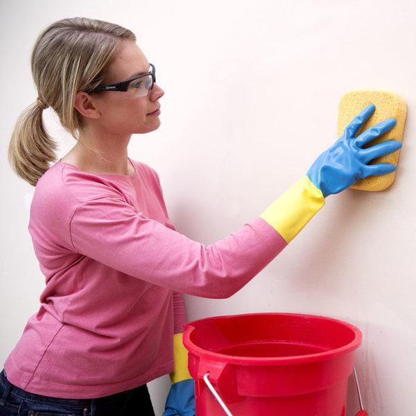 Как да почистим зацапаните стени