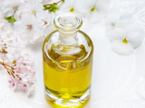 5 essential oils & absolutes we love