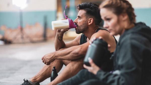 Може ли да се приема едновременно глутамин с протеин?