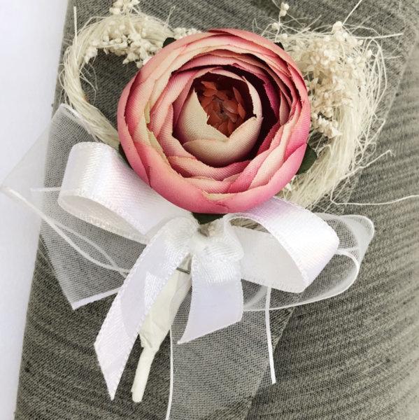 Бутониера за сватба от божур в цвят пепел от рози B62