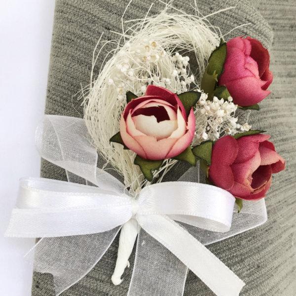 Сватбени бутониери от божури в пепел от рози B63