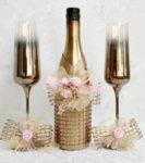 Сватбен златен комплект шампанско, чаши и украса за чаши K36