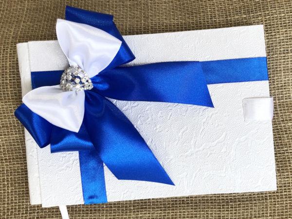 Сватбена книга за пожелания с панделка в кралско синьо