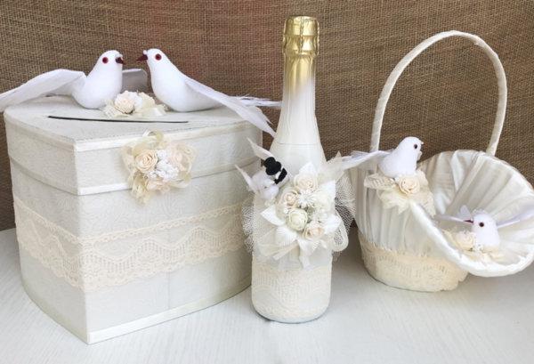 Сватбен комплект в цвят екрю и пудра с гълъби K39
