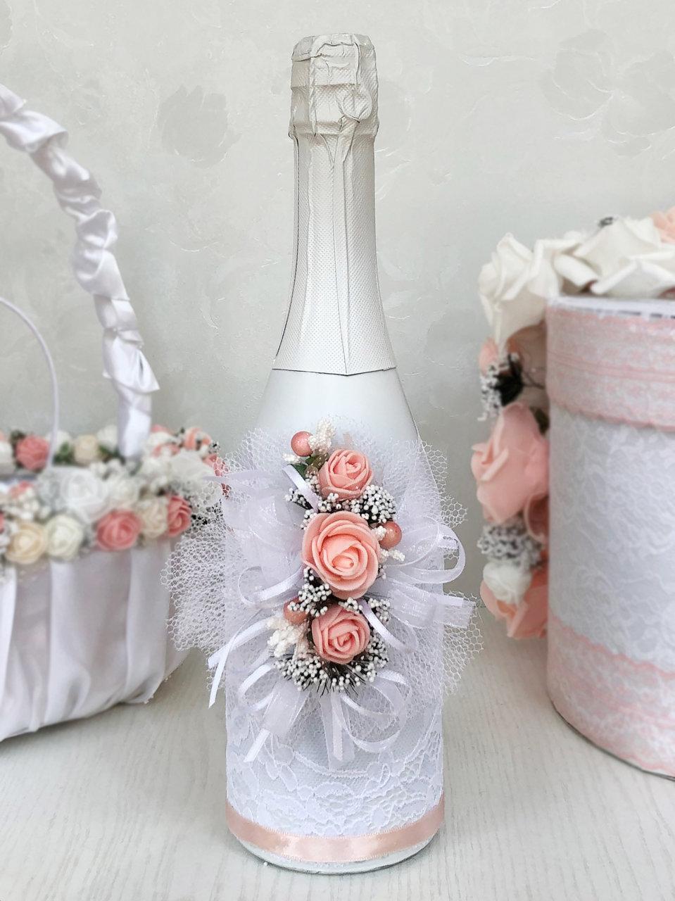 Сватбено шампанско с рози в цвят розова праскова