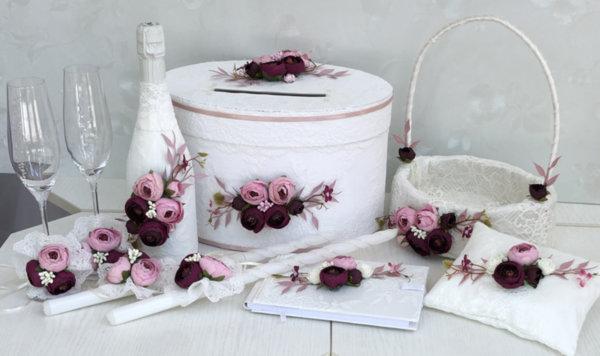 Сватбен комплект аксесоари с божури в цвят пепел от рози и марсала