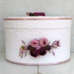 Кутия с божури в пепел от рози и марсала