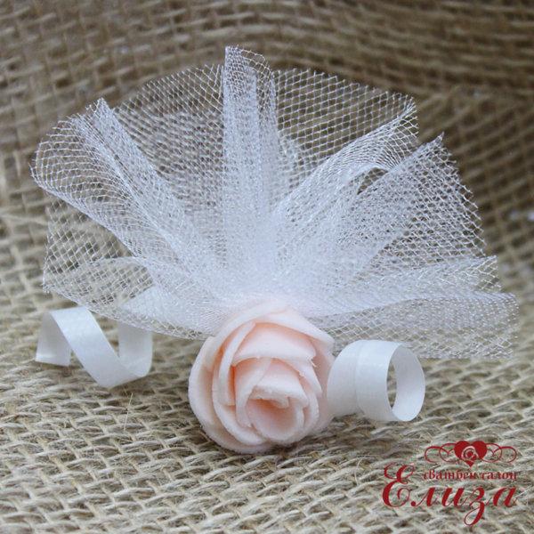 Сватбени късмети със светло розова роза E10