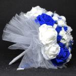 Булчински букет с рози в тъмно синьо