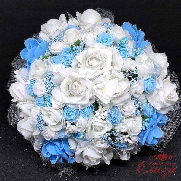 Булчински букет с розички в светло синьо N11