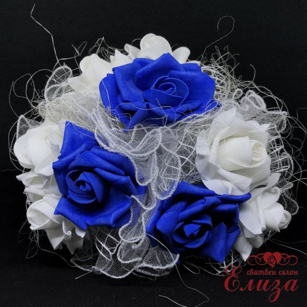 Сватбен букет за хвърляне от големи рози R8 тъмно синьо