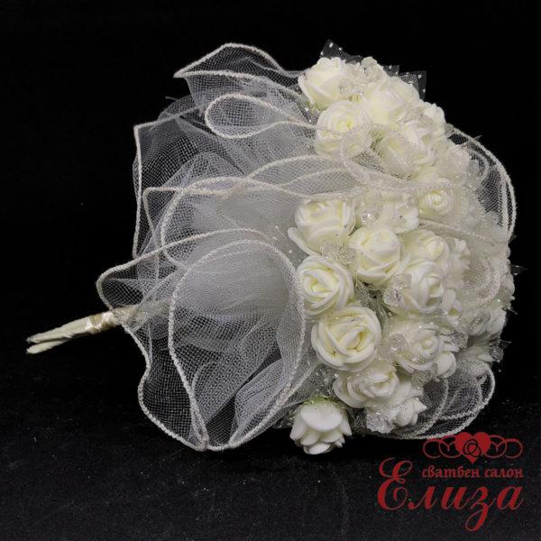 Сватбен букет за хвърляне от рози в екрю R19