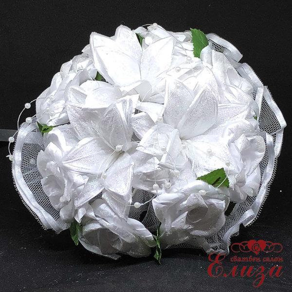 Булчински букет от лилиуми и сатенени рози A3