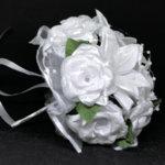 Булчински букет от лилиуми и сатенени рози