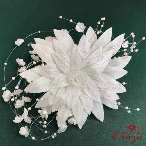 Сватбено цвете за косата на булката в екрю