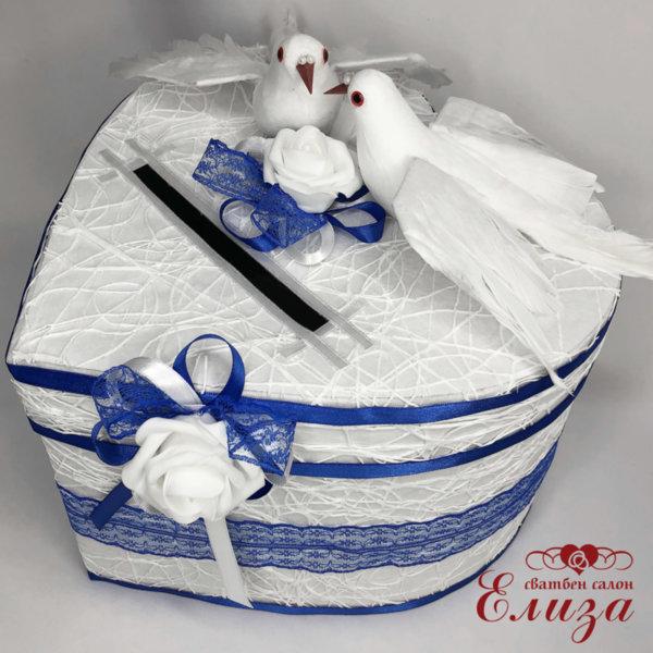 Кутия за пожелания СЪРЦЕ с гълъби в бяло и тъмно синьо H33
