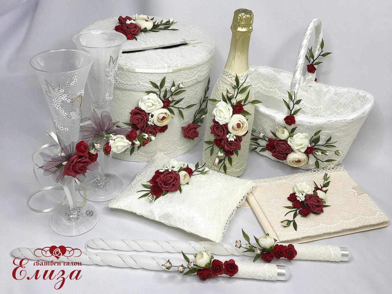 Сватбен комплект аксесоари с божури и бордо рози