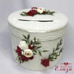 Украса сватбена кутия за пари с божури и бордо рози