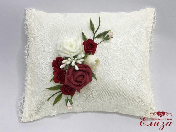 Възглавничка за халки с божури и рози
