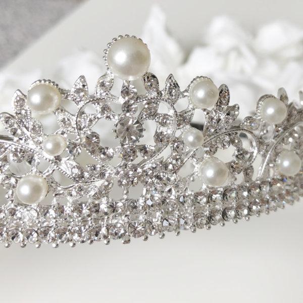 Сватбена корона за коса с камъни и перли K9
