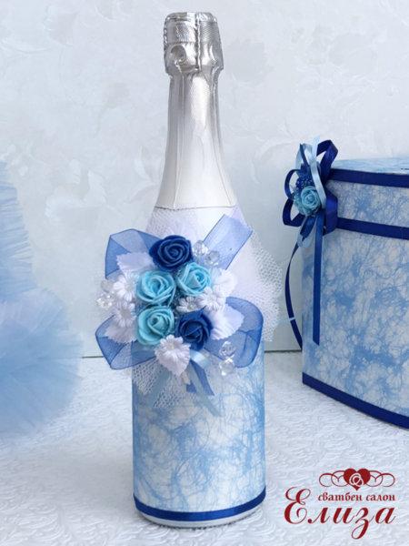 Украсено сватбено шампанско в светло и тъмно синьо 27