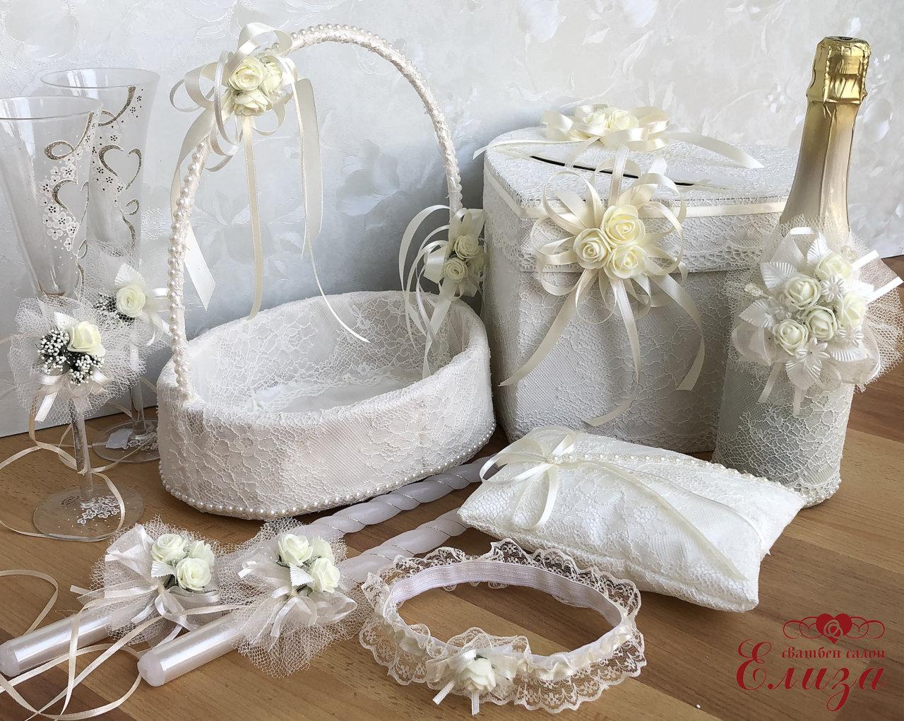 Сватбен комплект аксесоари от рози и дантела в екрю