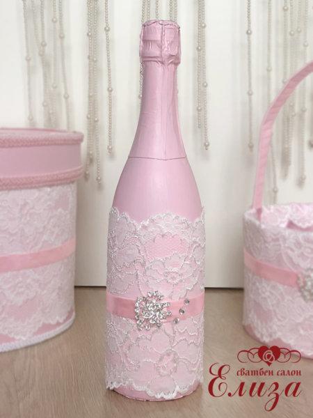 Розово украсено сватбено шампанско с дантела 46
