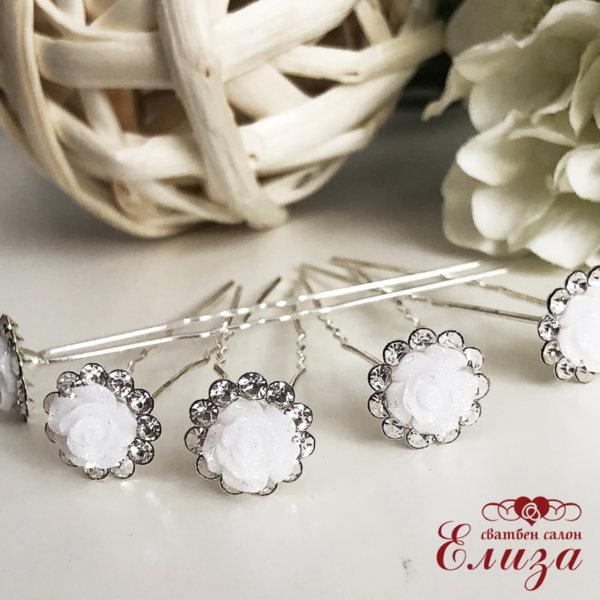 Булчински фуркети във формата на бяло цвете с камъни F9