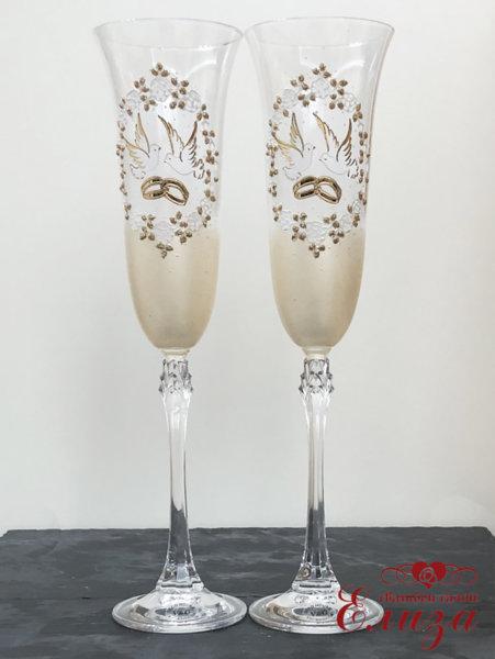 Кристални сватбени чаши в златно с гълъби и халки L18