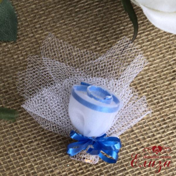 Сватбени късметчета със розичка и тъмно синя панделка T4