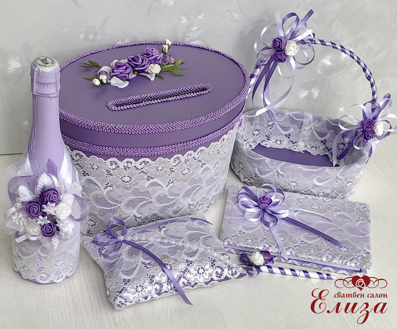 Сватбени аксесоари в лилаво