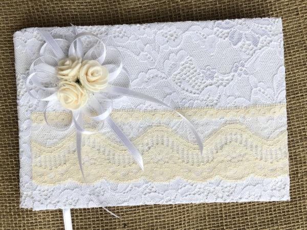 Сватбена книга за пожелания с дантела в бяло и цвят пудра B22