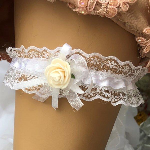 Бял жартиер с розичка в цвят пудра (или цвят по избор)