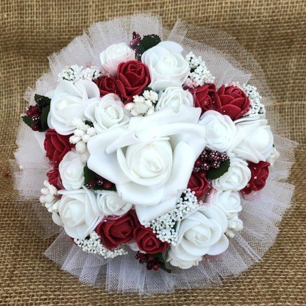 Булчински букет за хвърляне с рози в бордо