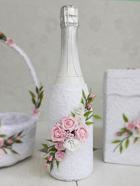 Сватбено шампанско с розови цветя и бяла дантела 60