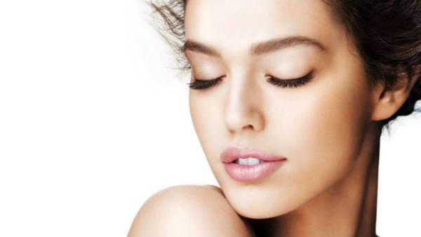 Как да върнеш блясъка и младостта на кожата си, без да хвърляш стотици левове по козметични процедури?