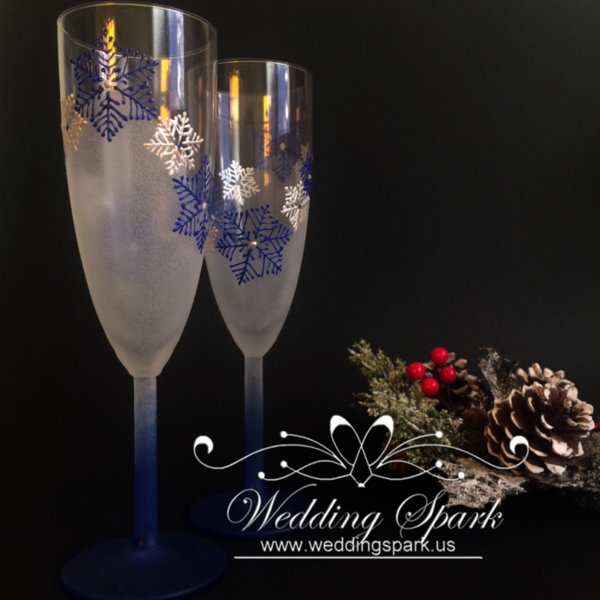 White snowflakes Champagne glasses in white and blue