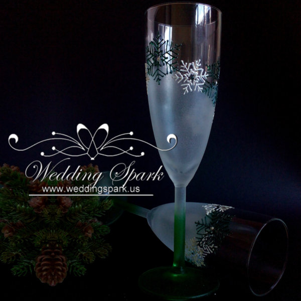 White snowflakes Champagne glasses in white and green