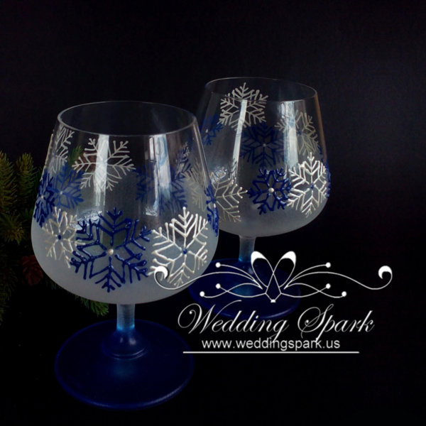 White snowflakes brandy glasses in white and blue