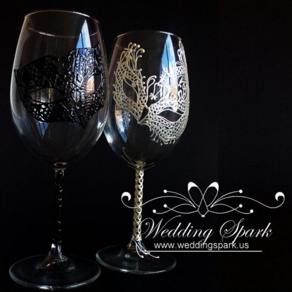 Mardi Gras white black wine glasses mask theme