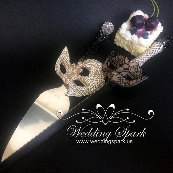 Mardi Gras white black cake serving set mask theme