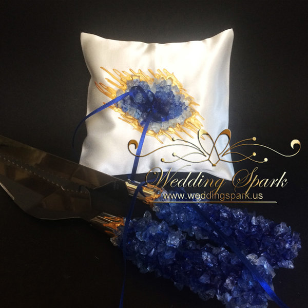 10% off Blue geode ring pillow and a cake serving set