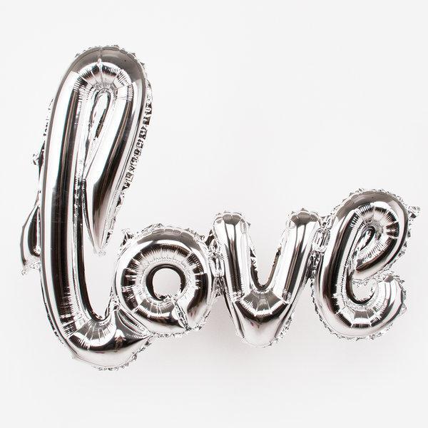 """Фолиев балон надпис """" LOVE"""" в цвят сребро за украса и снимки"""