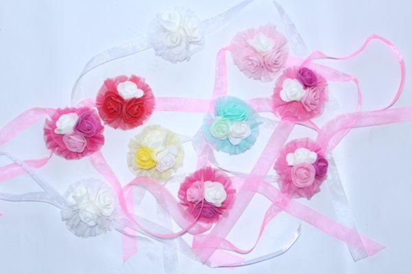 Бутониери за моминско парти с красиви рози микс