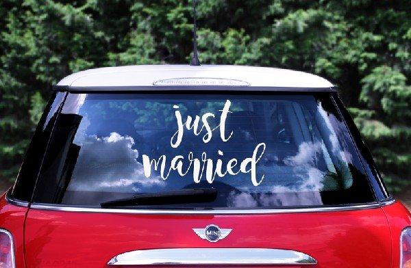 """Страхотен стикер за кола """"JUST MARRIED"""""""