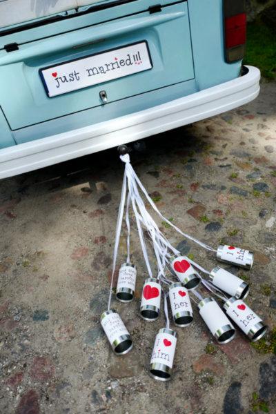 Сватбени тенекиени кутии за украса на автомобили