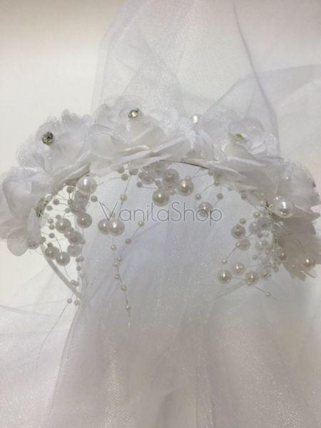 Луксозна  диадема с дълъг воал и декорирана с красиви рози и перли